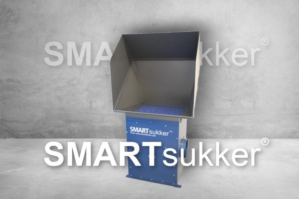 SMARTsukker spray booth with logo