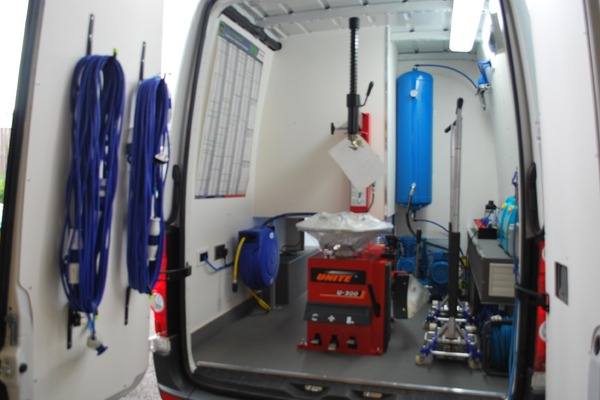 Smartfix van instalation with tyre changer